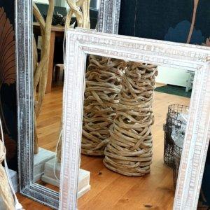 Zrcadlo s rámem